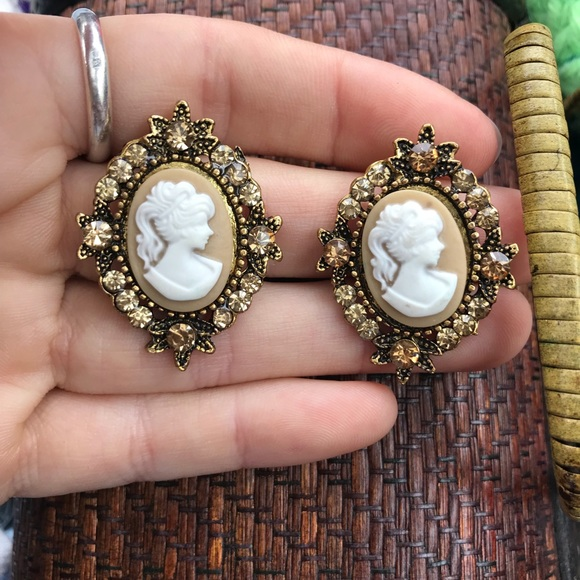 Modern Vintage Jewelry - Cameo Rhinestone Bold Stud Earrings